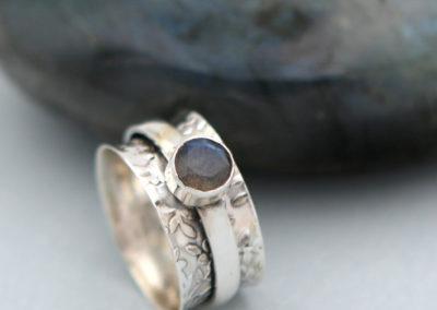 Spinning Floral Labradorite Ring